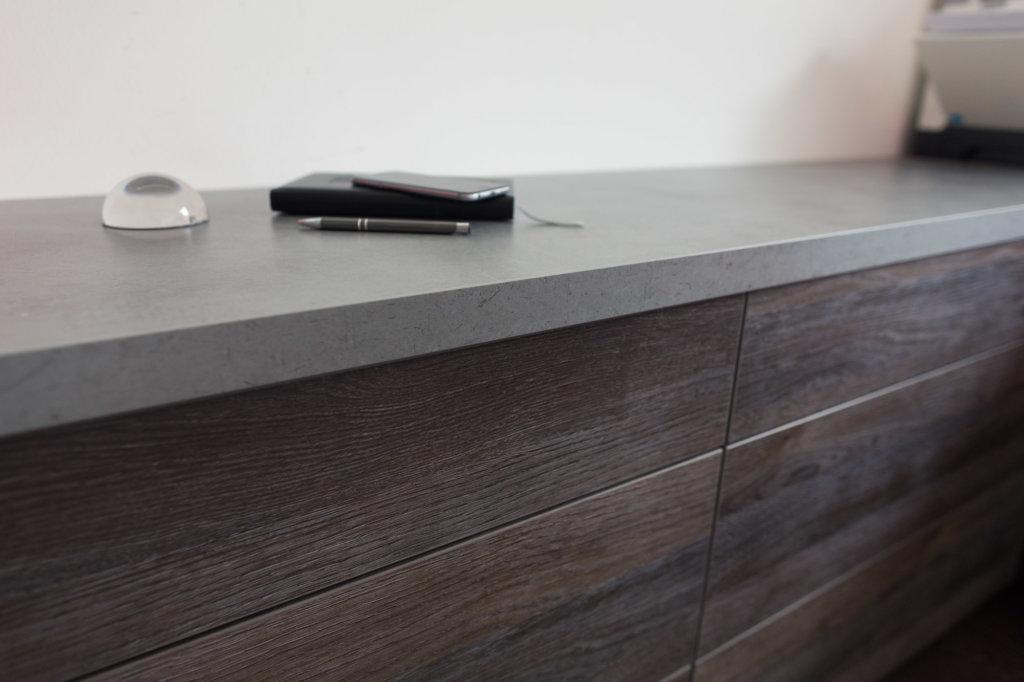 Arbeitsplatte im Büro von Holzplatte Online