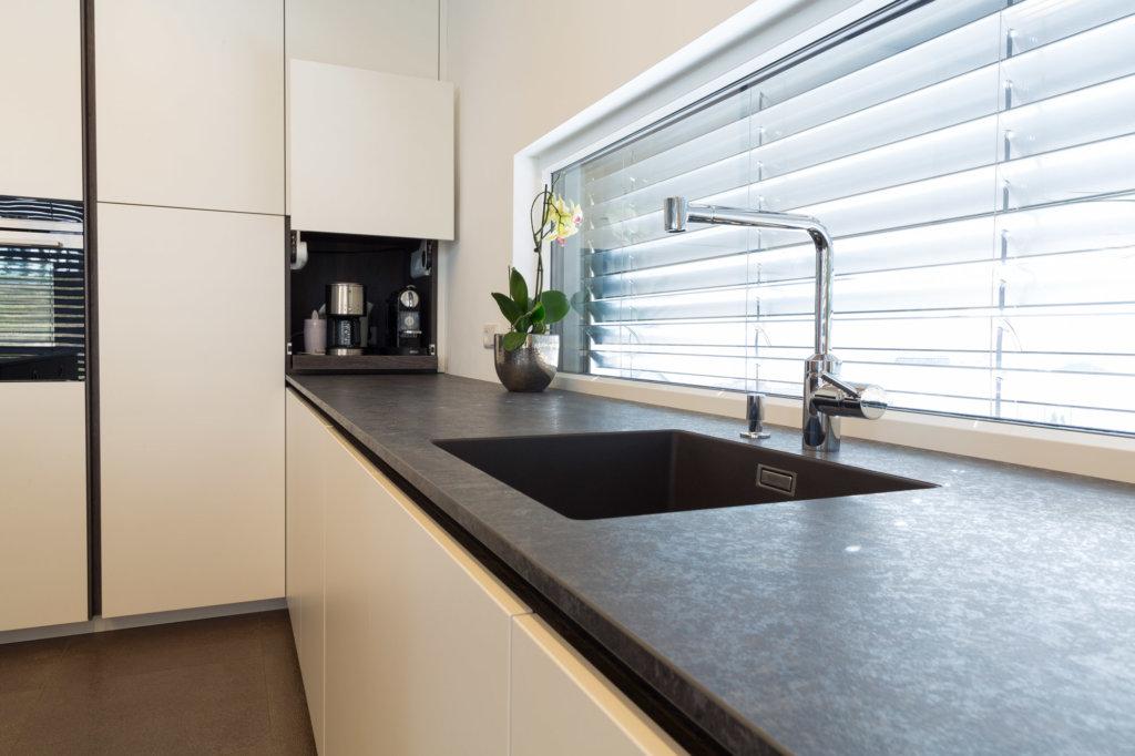 Arbeitsplatte in der Küche von Holzplatte Online