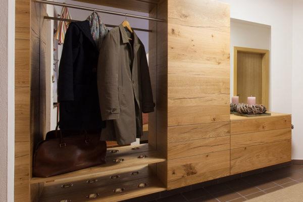 garderobe-vorzimmer-eiche-crack-untergrund-braun-furniert